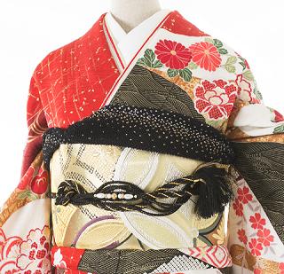 絞り染めで実績、人気ともに高い新潟県十日町の滝泰の慶長絞りの振袖ネット宅配レンタルをMLサイズ2種類をピックアップしています。どちらも帯も合わせたトータルコーディネートのフルセットレンタルで一度ご覧になってみて下さいませ。