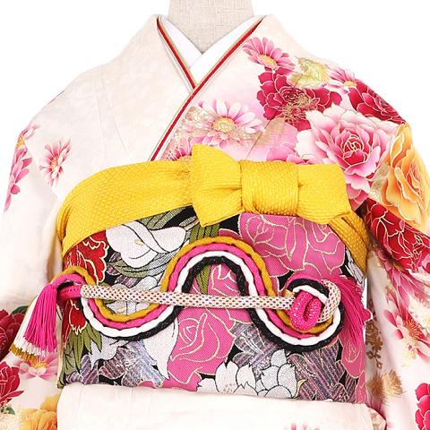 成人式や結婚式に着る振袖レンタルを東京葛飾で探している方へ、葛飾の実店舗でレンタルする場合とネットやスマホから振袖宅配レンタルする場合のそれぞれのメリットデメリットを簡単にまとめています。ほぼ新品假屋崎省吾振袖レンタルNo.041-0773L
